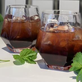 Coffee mocktails with lemon and mint decoration.
